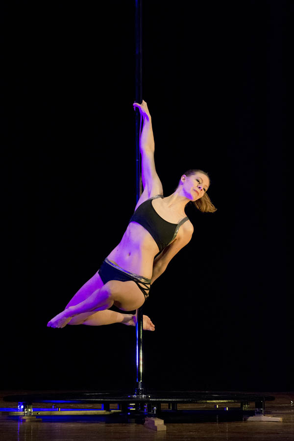Pole-dance-performance-spettacolo (2).jpg