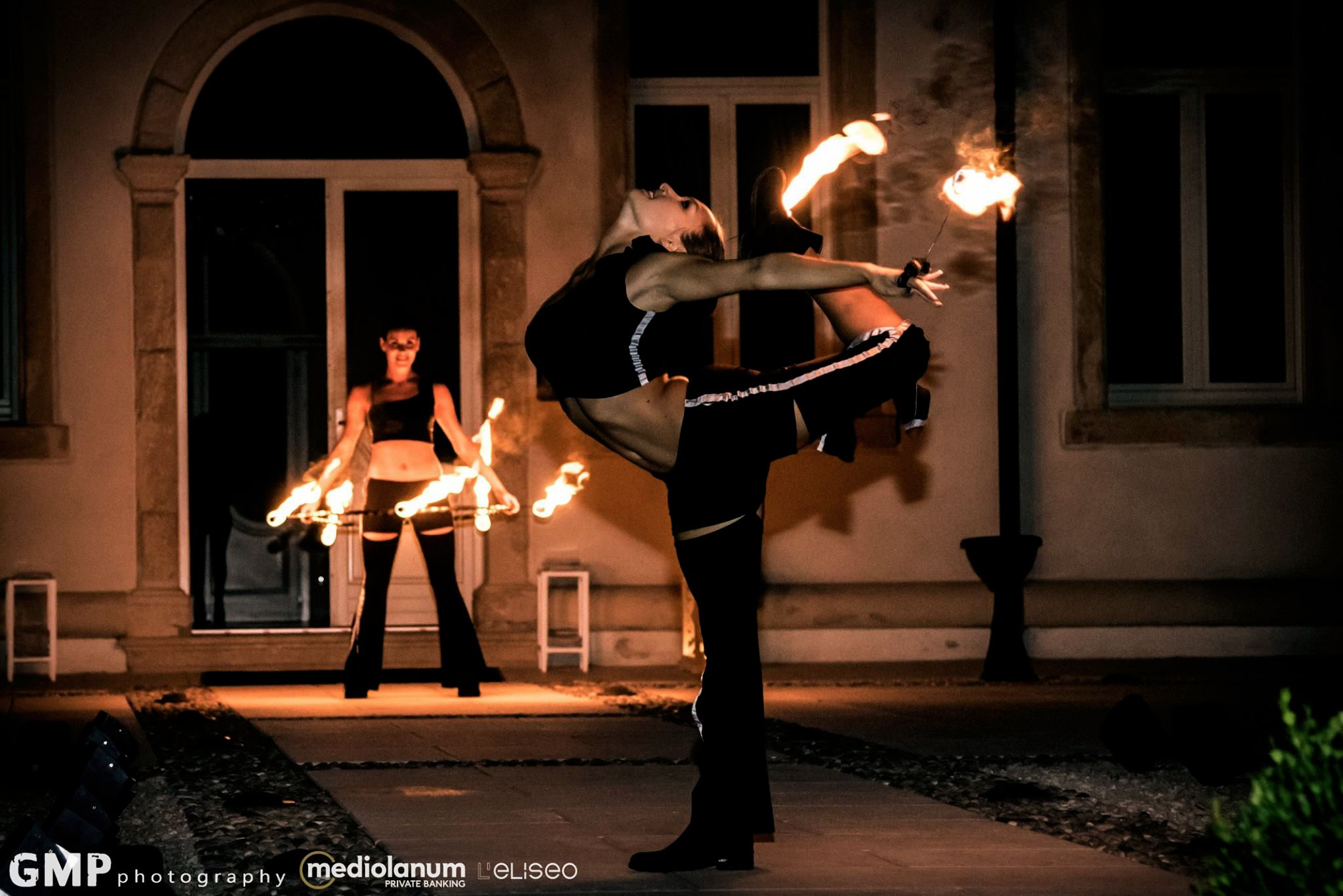 Contortionist-with-fire.jpg