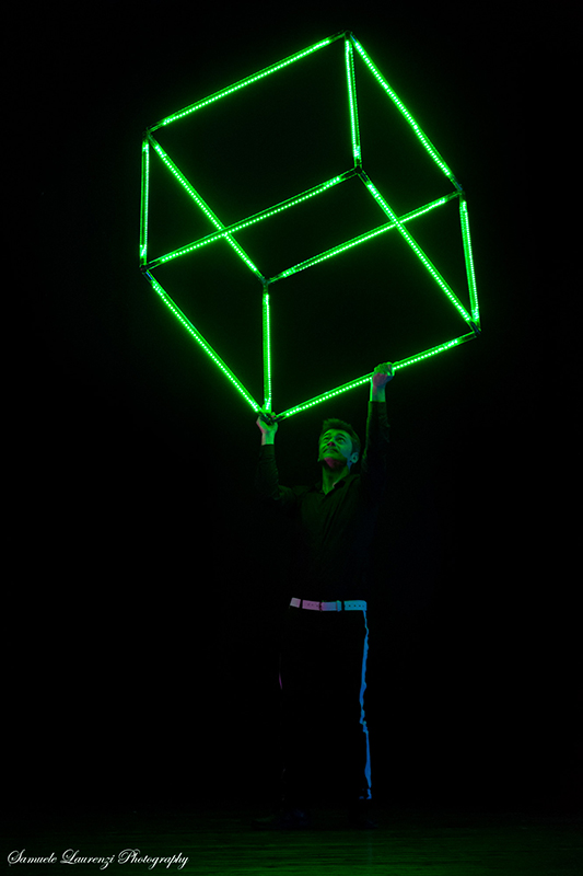 16-spettacolo-cubo-led-show.jpg